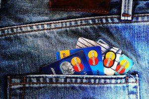 Débit immédiat ou débit différé : lequel choisir pour sa carte