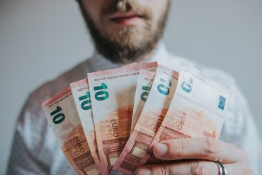 banknotes-beard-bills-1353005